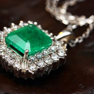 what is the birthstone for may month born